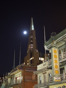 Full moon over the Transamerica building